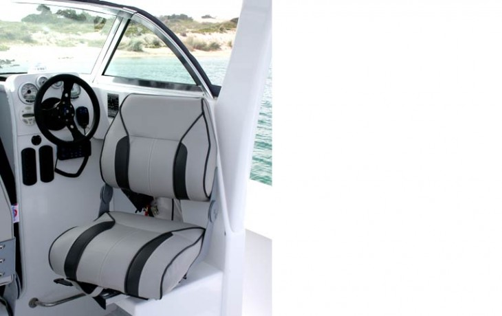 The cockpit seats swing around giving great seating flexibility, Fibrelite 6250 Centre Cab