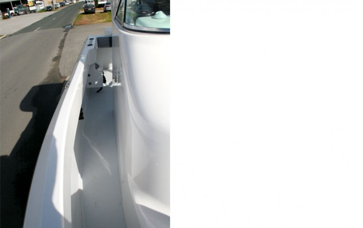 Fibrelite 6250 Centre Cab side walkway, step-less bow to stern