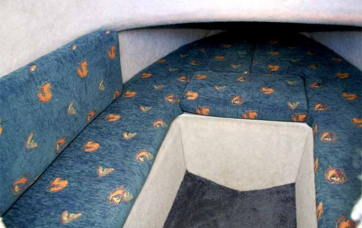 Fibrelite Centre Cab 6250, comfortable seating in the fully upholstered cab