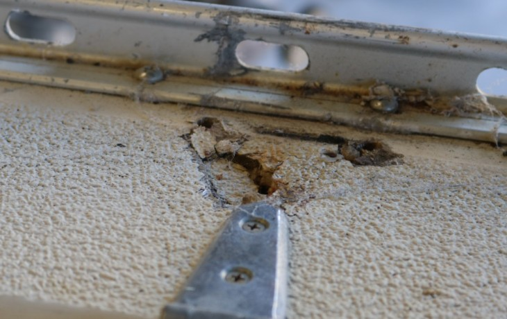 Another example of the poor condition of the deck S80.